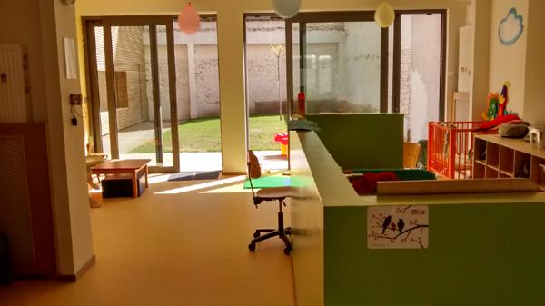 Buitenruimte peuters Kinderdagverblijf Chipollino - Kinderopvang centraal in Antwerpen bij Rooseveltplaats. Groepsopvang, mini-creche, ecologisch met herbruikbare luiers.